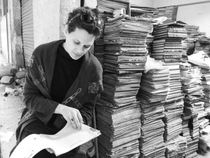 anny with books